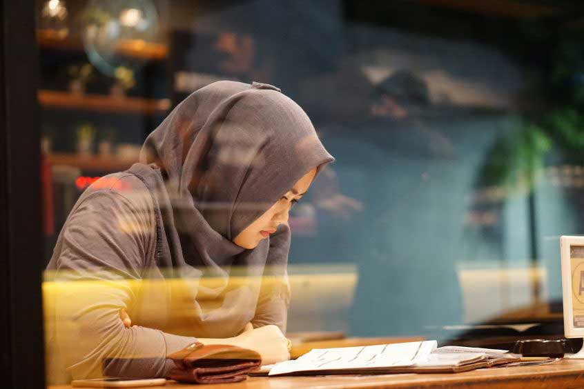 islamic woman reading - grant trevithick top real estate academy in dallas tx